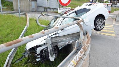 Der 31-jährige Autofahrer war stark alkoholisiert. (Bilder: Luzerner Polizei)