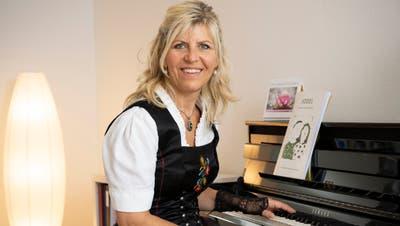 Anita Schaller ist professionelle Jodlerin, fotografiert in ihrem Übungsraum in Menziken. (Alex Spichale / WYS WYS)