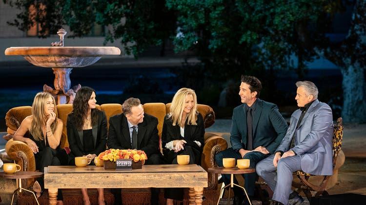Die «Friends» sind zurück (l.n. r.):Rachel (Jennifer Aniston), Monica (Courteney Cox), Chandler (Matthew Perry), Phoebe (Lisa Kudrow), Ross (David Schwimmer) und Joey (Matt LeBlanc). (HO)