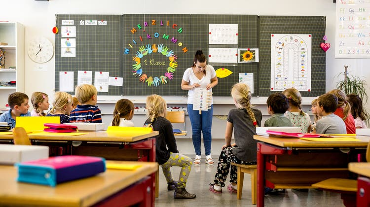 Einfach «sorry» zu sagen, reicht bei Verfehlungen durch Lehrpersonen längst nicht mehr aus. Die Baselbieter Regierung will die Gefahr von Missbrauch an Schulen durch strengere Überprüfungen des Schulpersonals verringern. (Symbolbild: Stephen Wandera/AP)