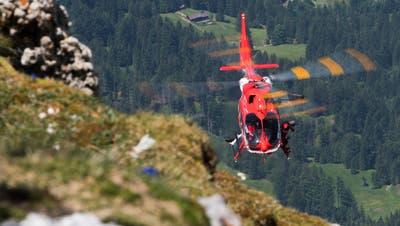 Die Schweizerische Rettungsflugwacht Rega kommt zum Einsatz, wenn Wanderer in Not sind. Zum Beispiel hier unterhalb desSäntisgipfels. (Bild: Benjamin Manser (25. Juni 2019))