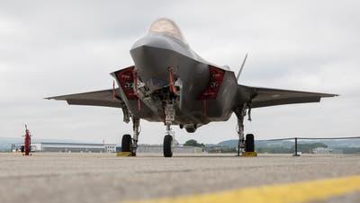 Ein Kampfjet F-35 aus US-Produktion vor bald zwei Jahren bei einem Test der Schweizer Armee auf dem Flugplatz Payerne. (Keystone)