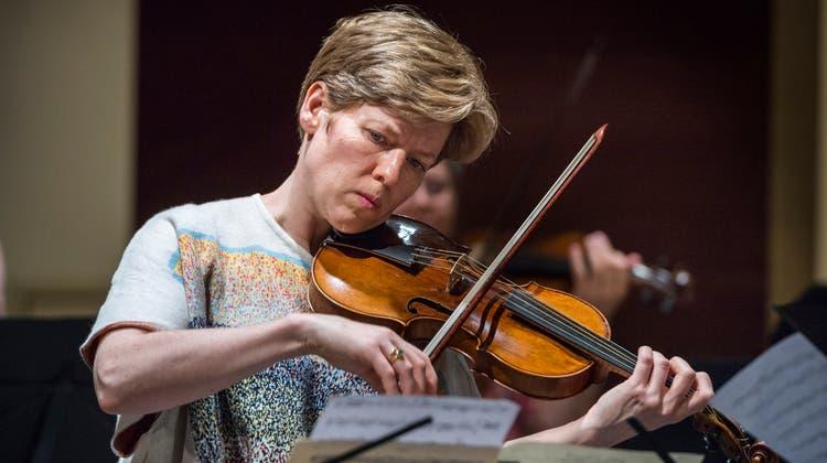 Die Geigerin Isabelle Faust: genau, intensiv und natürlich. (Bild: Andrea Stalder)