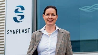 Antje Stein am Sitz der Synplast AG in Neuheim, wo sie seit kurzem Verwaltungsratsmitglied ist.