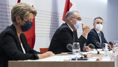 Die Bundesräte Karin Keller-Sutter, Guy Parmelin und Ignazio Cassis verkünden den Abbruch der Verhandlungen mit der EU. (Peter Schneider / Keystone)