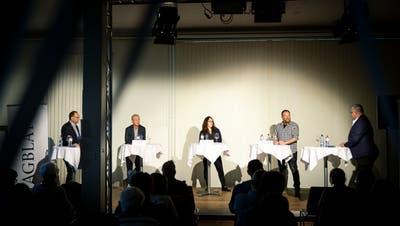 Im Scheinwerferlicht: Moderator Daniel Wirth, Reto Kaelli, Giusi Guerreri, Andreas Kern und Moderator Rudolf Hirtl (v.l.n.r.). (Bild: Tobias Garcia)