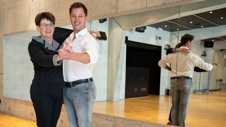 Daniela Berger und Mischa Schneeberger wünschen sich wieder eine belebte Tanzschule. (Foto: Alex Spichale)