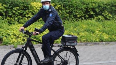 Seit Mitte Mai 2021 hat die Stadtpolizei Dietikon zwei E-Bikes im Einsatz. (zvg)