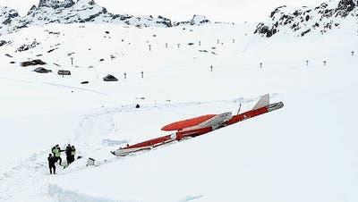 «Der Pilot konnte gerade noch rechtzeitig abspringen»: Kampfjet stürzt im Skigebiet ab – Aviatikexperte schliesst auf unkontrollierten Absturz