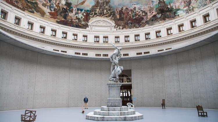 Im Innenhof des neuen Museums steht Urs Fischers Wachsskulptur mit dem Raub der Sabinerinnen. (Christophe Petit Tesson / EPA)