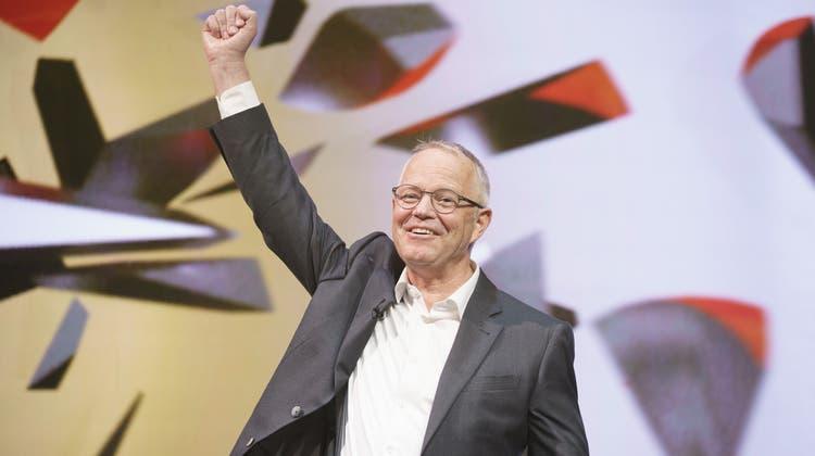 Max Renggli, CEO & Verwaltungsratspräsident der Renggli AG, im Freudentaumel bei der Siegerehrung im KKL Luzern. (Bild: SVC/Manuel Lopez/Keystone (26. Mai 2021))