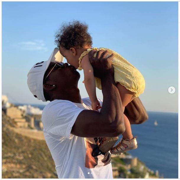 Breel Embolo mit seiner Tochter.