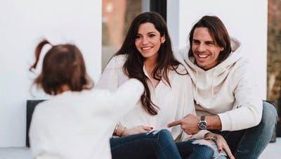 Yann Sommer mit Frau Alina und TochterMila (1). Das Geschwisterchen von Mila ist unterwegs. (Instagram /Aargauer Zeitung)