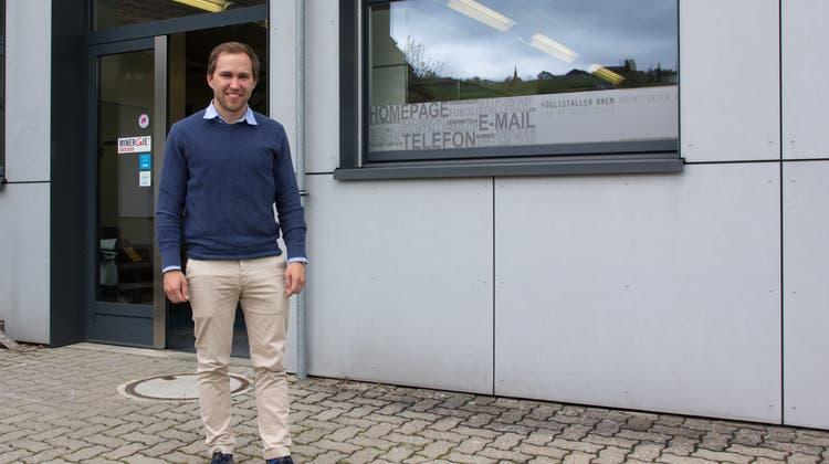 Christian Füglistaller, Präsident des Gewerbevereins Mutschellen und Architekt, berichtet über die Zusammenarbeit mit der Kreisschule. Die Gewerbler versuchen, die Schüler bei der Schnupperlehrsuche zu unterstützen. (Verena Schmidtke)