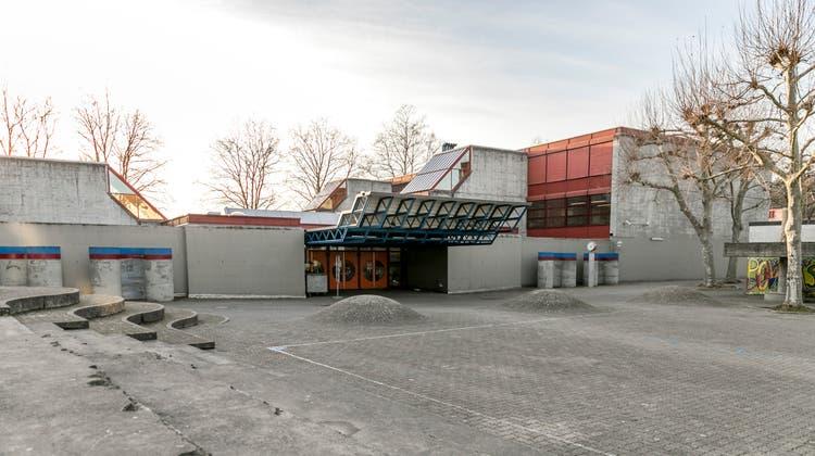 Das OSA Oberstufenschulhaus Schachen in Aarau ist baulich in einem schlechten Zustand. (Sandra Ardizzone / AAR)