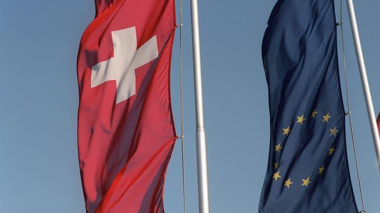 Mit wehenden Fahnen ging das Rahmenabkommen unter. Nun steht das Verhältnis zwischen der Schweiz und der EU auf dem Prüfstand. (Symbolbild) (Keystone)