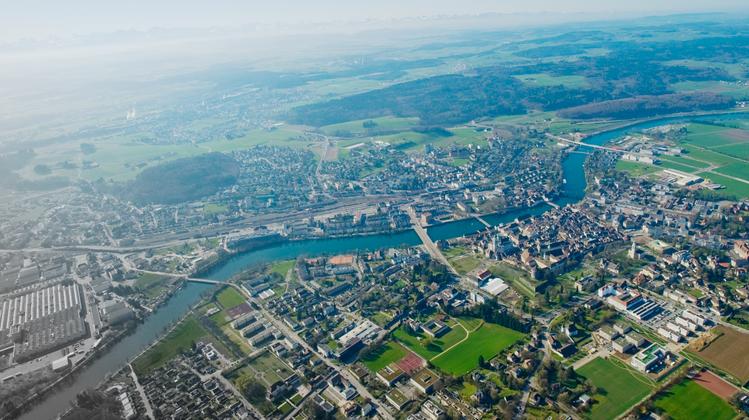 Flugaufnahme von der Region Solothurn-Zuchwil (2011). (Simon Dietiker)