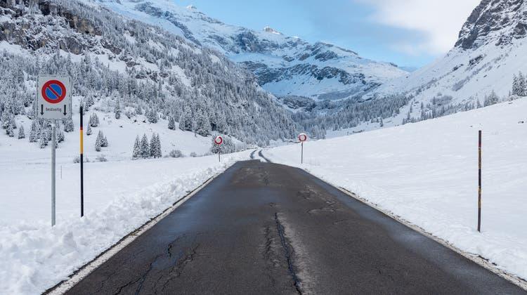 Wintersperre von Marco Volken: Klausenpass (Christian Tschümperlin / Urner Zeitung)