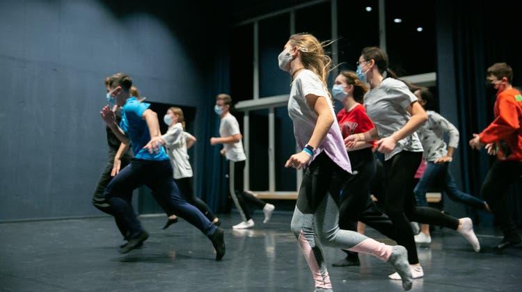 Die Badener Kids in Dance bei den Proben im Kurtheater. (Bilder: Laura Rivas Kaufmann)