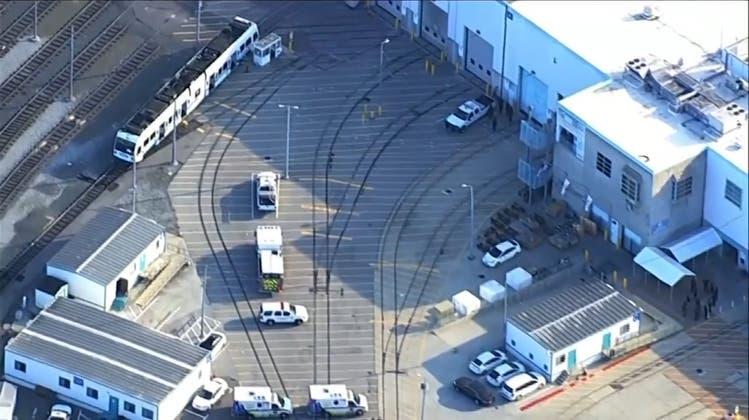 Bluttat mit neun Toten an Zugdepot in Kalifornien – Motiv unklar
