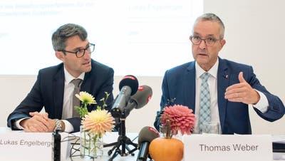 2019 kündigten Lukas Engelberger (l.) und Thomas Weber an, die Überversorgung mit der Spitalliste zu bekämpfen. Jetzt tun sie es. (Kenneth Nars/Archiv)