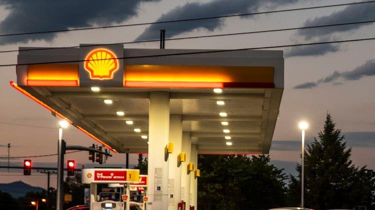 Shell wurde vom Gericht in Den Haag zu drastischen Klimaschutzmassnahmen gezwungen. (Smybolbild) (Keystone)