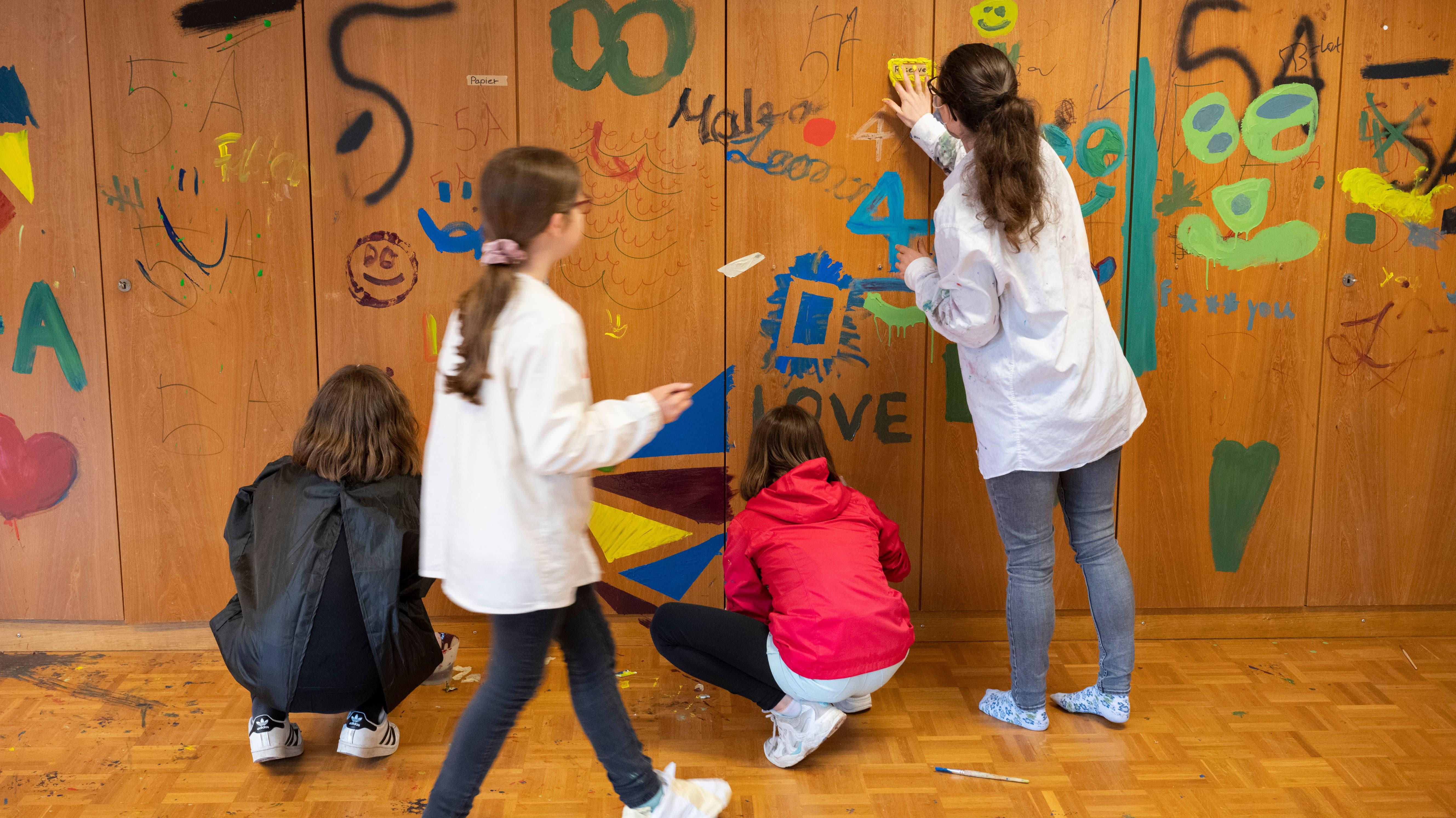 Die Lehrpersonen unterstützen ihre Schüler, aber in der Umsetzung sind die Kinder völlig frei.