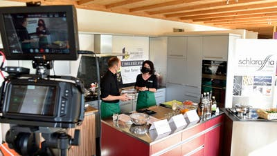 In den Kochstudios wird gefilmt und direkt auf die Homepage übertragen. (Bild: Mario Testa)