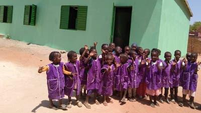 Marielle Furters Projekt im Senegal: Ein Bau konnte fertiggestellt und grün gestrichen werden. Lange Zeit fehltecoronabedingt der Zement. (zvg)