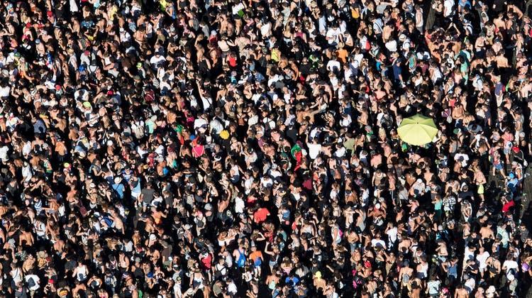 Abstand halten an der Street Parade? Eher schwierig. Darum findet sie 2021 auch nicht statt. (Keystone)