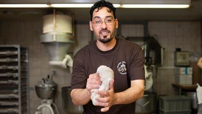 Ahmad Al Safadi ist von zusammen mit seiner Familie von Syrien in die Schweiz geflüchtet und hat hier eine Lehre zum Bäcker-Konditor gemacht. (Britta Gut)