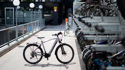 Die Veloständer vor dem Rathaus St.Gallen: Von Bahnhöfen werden besonders oft Fahrräder gestohlen. (Bild: Arthur Gamsa)