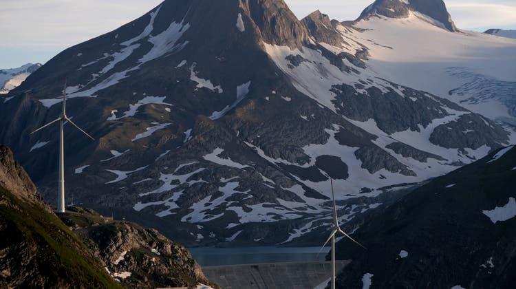 Forschende schlagen vor, die alpine Wasserkraft mit Wind- und Solarenergie zu ergänzen. (Jérôme Dujardin)
