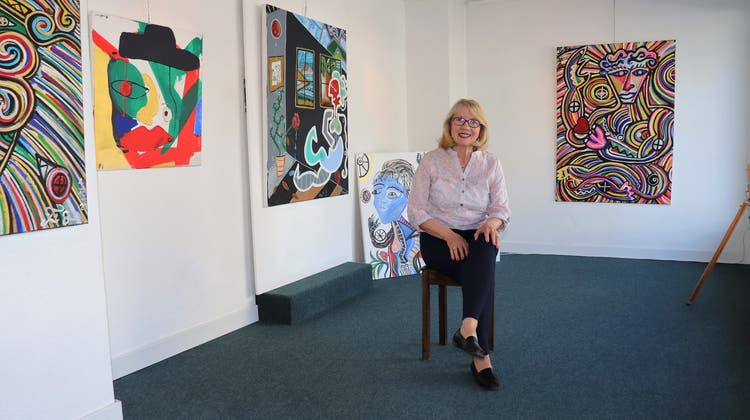 Anna Verena Hoffmann Sax betreibt die Galerie Schlössli in Gontenschwil und hat im Buch «Du erzähltest mir» die Biografie ihres Lebenspartners geschrieben. (Flurina Dünki / Aargauer Zeitung)