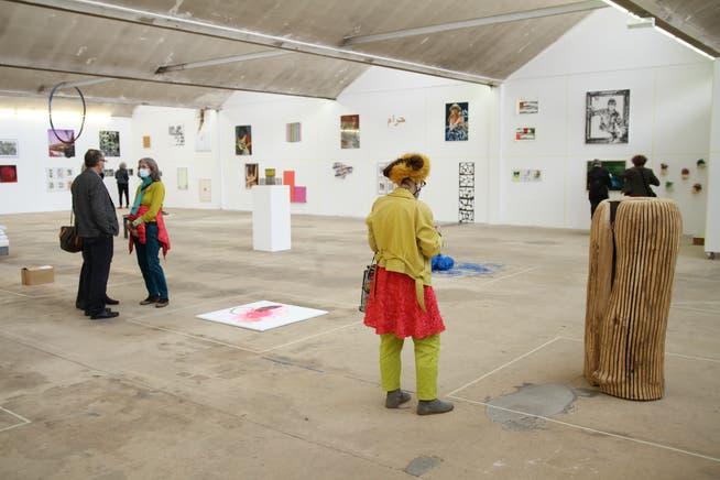 Heller, luftiger Raum: In der ehemaligen Textilfabrik in Hégenheim erhielten die Künstlerinnen und Künstler viel Platz für ihre Werke.