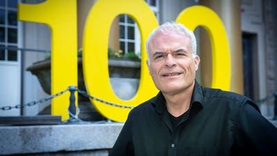 Daniel Studer vor dem Historischen und Völkerkundemuseum St.Gallen, das er in den letzten 19 Jahren «sauber organisiert» hat. (Bild: Ralph Ribi)