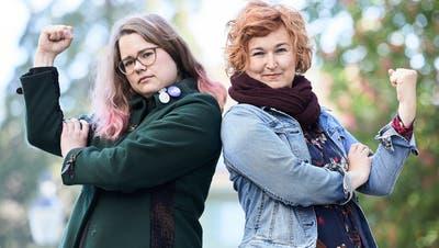 Amanda Probst (links) und Nadja Stadelmann Limacher sind im Komitee von Frauenstreik Luzern. (Bild: Jakob Ineichen (28. Mai 2021))