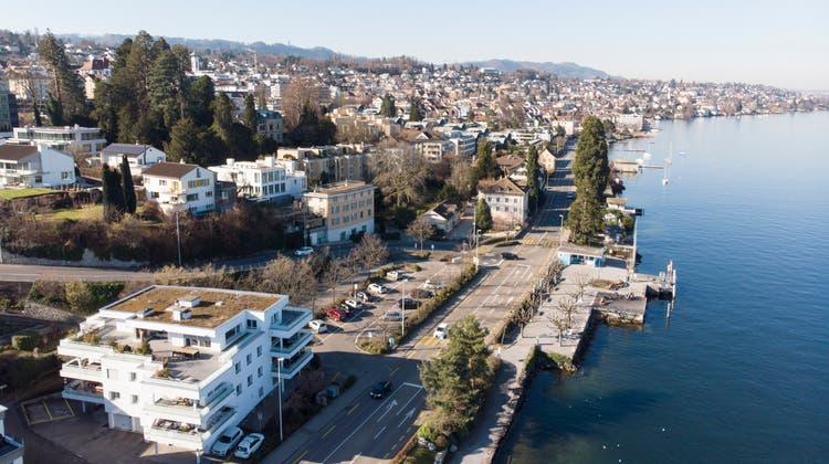 Gemäss dem Initiativtext soll der Weg entlang des Zürichsees auf dem Gebiet des Kantons Zürich bis 2050 gebaut werden. (Archivbild: Moritz Hager)