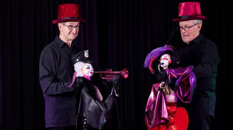 Burlesquer Brecht: Das erwachsene Puppentheater kehrt mit Glamour und Witz zurück auf die Bühne