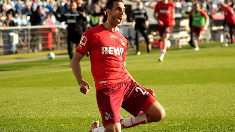 Der 1. FC Köln spielt auch in der kommenden Saison in der Bundesliga. Ellyes Skhiri erzielt das 5:1 und den letzten Treffer des Spiels. (Keystone)