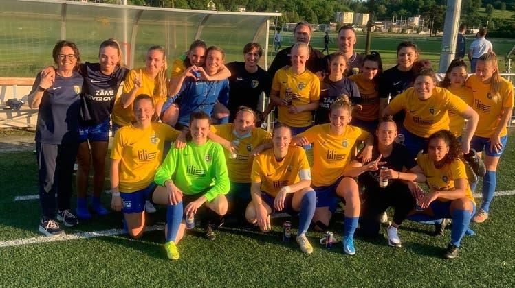 Sie bleiben in der zweithöchsten Liga: die Schlieremer Fussballerinnen. (Ruedi Burkart)