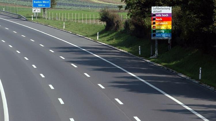 Symbolbild einer Luftbelastungsanzeige auf der Autobahn. (Alexander Wagner / AGR)