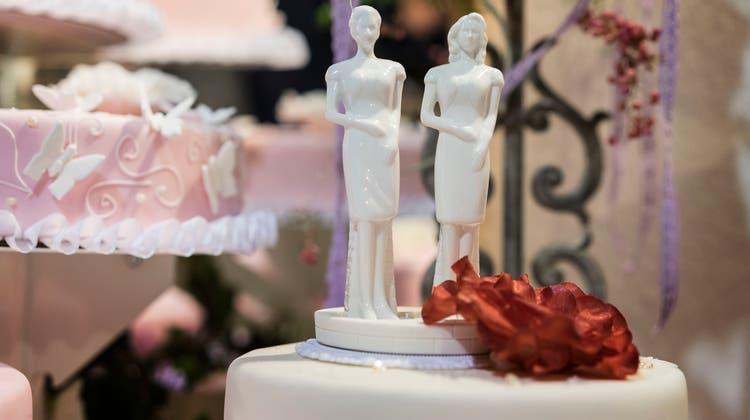 Paare müssen sich vor der Hochzeit auf einen Familiennamen einigen. (Bild: Christian Beutler/Keystone)