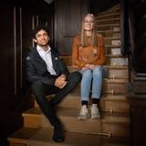 Sian Ruoss und Eliane Hobi in den Räumlichkeiten des International Student Committee (ISC) auf dem Rosenberg in St.Gallen. (Bild: Benjamin Manser)