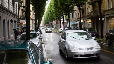 Im innerstädtischen Bereich‒ hier die Bruchstrasse - sind viele öffentliche Parkplätze oft von Dauerparkierern belegt. (Bild: Jakob Ineichen (Luzern, 28. Mai 2019))