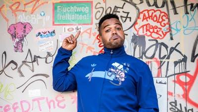 Comedian Kiko posiert im Zürcher Niederdorf. (Reto Martin (Zürich, 26. Juni 2020))