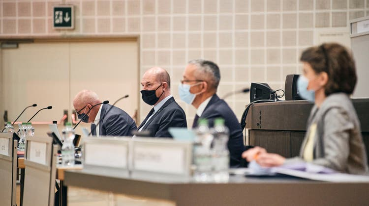 Die Coronakrisereisst ein tiefes Loch in die Baselbieter Staatskasse. Dennoch will Finanzdirektor Anton Lauber (im Bild im Congress Center Basel an einer der letzten Landratssitzungen) an der Reform der Einkommens- und Vermögenssteuer festhalten. (Roland Schmid)