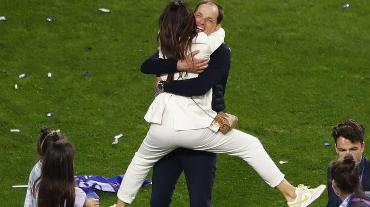 Tuchel feierte den Triumph mit seiner Frau Sissi und den Töchtern Kim und Emma. (AP)
