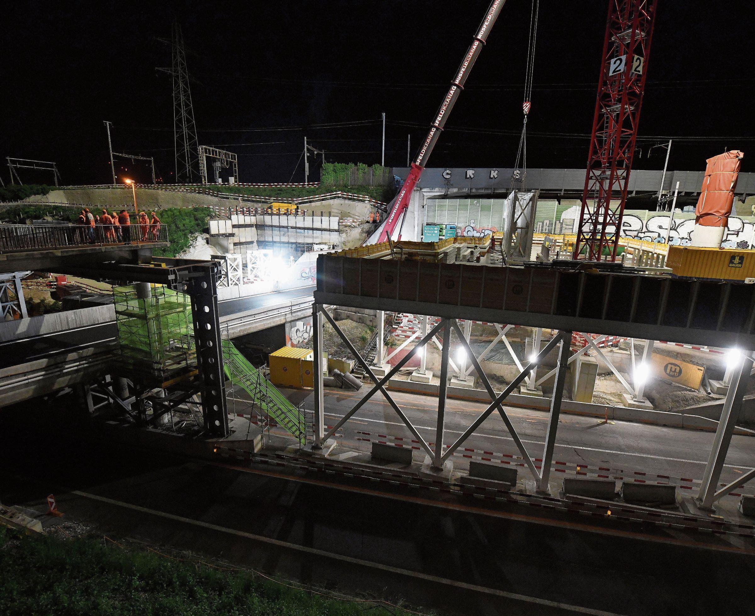 Die Baustelle der neuen S-Bahn-Donnerbaumbrücke ist beeindruckend.