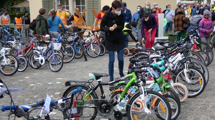 Auf der 34. Velobörsevon Pro Velo Brugg-Windisch bot sich die Gelegenheit, ein kostengünstiges Fahrrad zu ergattern. (Bild: Ina Wiedenmann / Aargauer Zeitung)